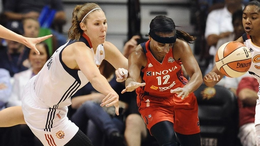 Connecticut Sun's Kayla Pedersen, left, and Washington Mytics' Ivory Latta right, scramble for loose ball during the second half of a WNBA basketball game, Friday, Aug. 15, 2014, in Uncasville, Conn. The Mystics won 71-67. (AP Photo/Jessica Hill)