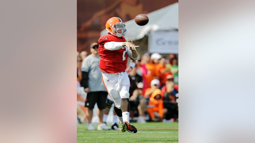 Cleveland Browns quarterback Johnny Manziel throws on the run during practice at NFL football training camp in Berea, Ohio Friday, Aug. 15, 2014. (AP Photo/Mark Duncan)