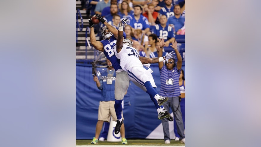New York Giants tight end Kellen Davis (87) makes a 3-yard touchdown reception against Indianapolis Colts defensive back David Sims (35) during the second half of an NFL preseason football game Saturday, Aug. 16, 2014, in Indianapolis. (AP Photo/AJ Mast)