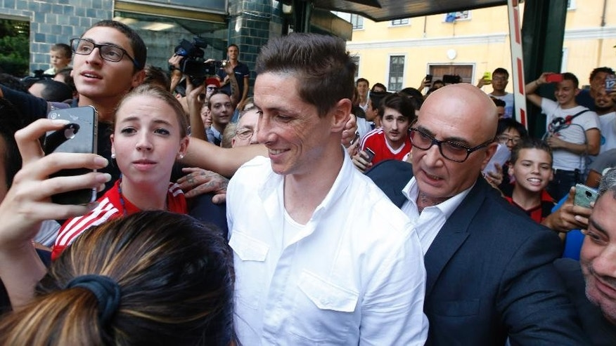 "Spanish striker Fernando Torres, center, is surrounded by AC Milan supporter as he arrives at the ""Madonnina Clinic' for a medical visit in Milan, Italy, Saturday, Aug. 30, 2014. Chelsea has agreed terms with AC Milan for Torres to join the Serie A club in a two-year loan deal. The Premier League club and Milan announced the agreement on their websites Friday, adding that ""the move is now subject to Fernando agreeing personal terms with AC Milan and passing a medical examination."" (AP Photo/Luca Bruno)"