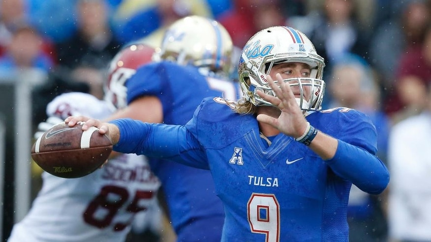 Tulsa quarterback Dane Evans (9) passes against Oklahoma in the second quarter of an NCAA college football game in Tulsa, Okla., Saturday, Sept. 6, 2014. (AP Photo/Sue Ogrocki)
