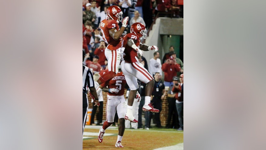 Oklahoma wide receiver Sterling Shepard (3) and running back Keith Ford (21) celebrate Ford's touchdown in the second quarter of an NCAA college football game against Tennessee in Norman, Okla., Saturday, Sept. 13, 2014. (AP Photo/Sue Ogrocki)