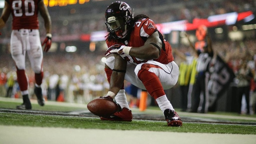 Atlanta Falcons running back Antone Smith (35)celebrates his touchdown against the Tampa Bay Buccaneers during the second half of an NFL football game, Thursday, Sept. 18, 2014, in Atlanta. (AP Photo/David Goldman)