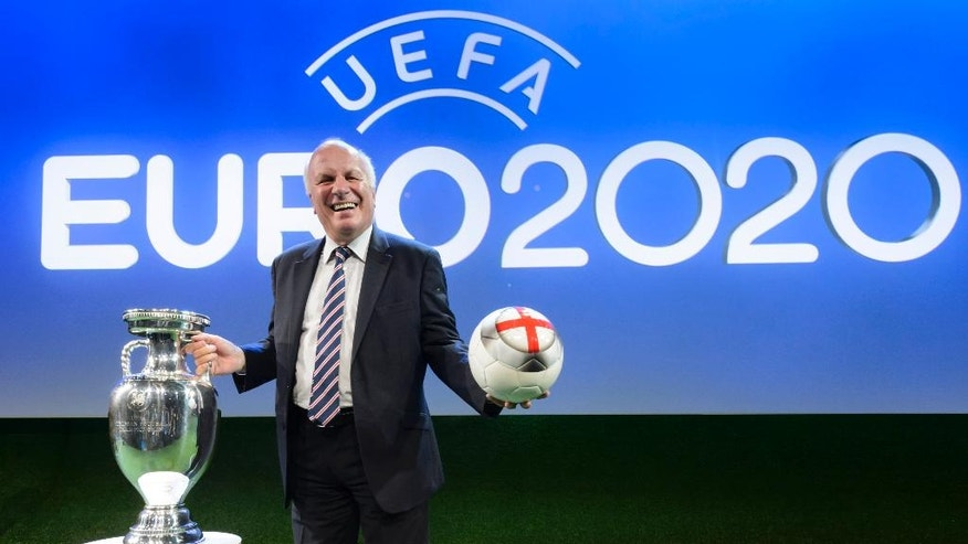 British Greg Dyke, chairman of The Football Association (FA), poses with The Henri Delaunay trophy of the UEFA European Football Championship after the UEFA Euro 2020 Hosts Announcement Ceremony at the Espace Hippomene in Geneva, Switzerland, Friday, September 19, 2014. London will host the final. The UEFA Euro 2020  tournament will be held in thirteen cities in thirteen different European countries. (KEYSTONE/Laurent Gillieron)