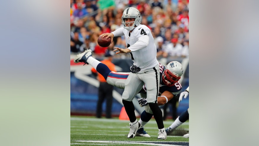New England Patriots outside linebacker Dont'a Hightower (54) breaks up a pass intended for Oakland Raiders running back Darren McFadden in the second half of an NFL football game Sunday, Sept. 21, 2014, in Foxborough, Mass. (AP Photo/Elise Amendola)