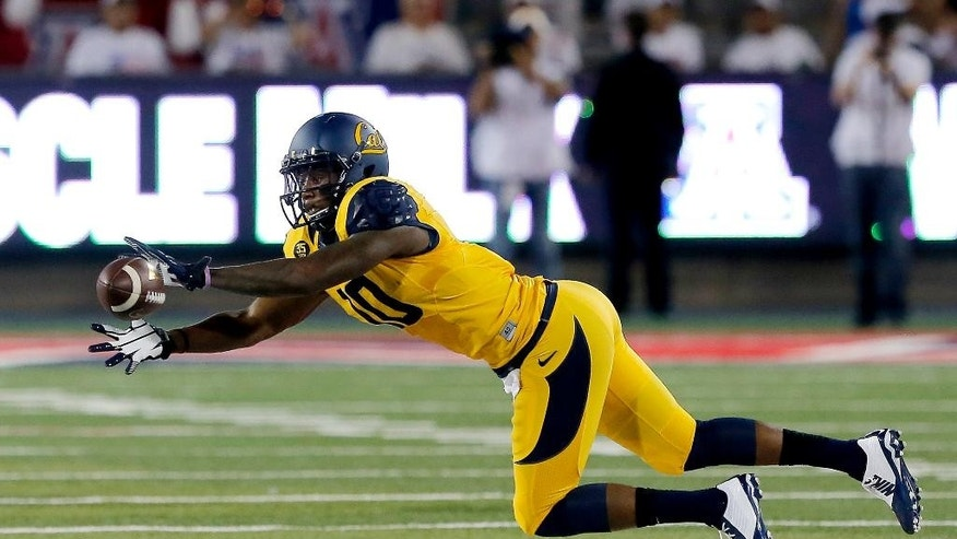 California wide receiver Darius Powe (10) makes a diving catch during the first half of an NCAA college football game against Arizona, Saturday, Sept. 20, 2014, in Tucson, Ariz. (AP Photo/Rick Scuteri)