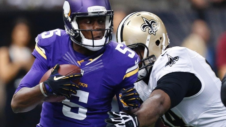 New Orleans Saints running back Khiry Robinson (29) carries in the first half of an NFL football game against the Minnesota Vikings in New Orleans, Sunday, Sept. 21, 2014. (AP Photo/Rogelio Solis)
