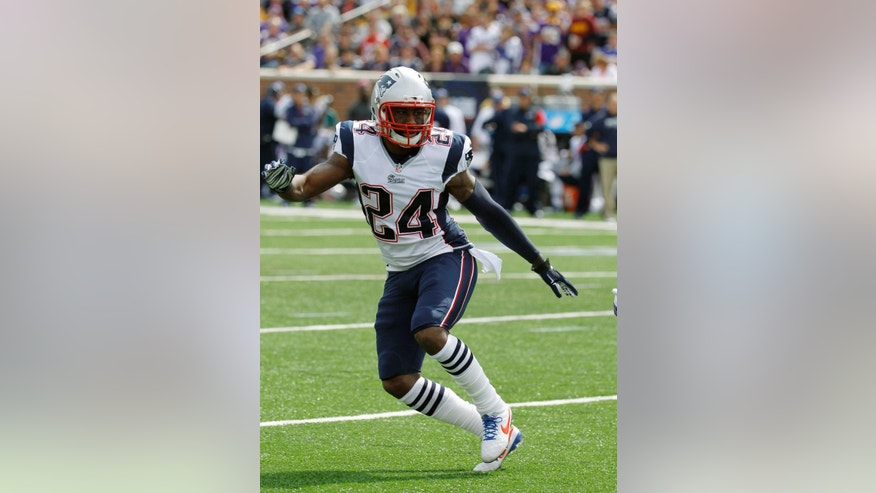 "FILE - In this Sunday, Sept. 14, 2014 file photo, New England Patriots cornerback Darrelle Revis takes up his position during the second quarter of an NFL football game against the Minnesota Vikings in Minneapolis. There weren't too many bright spots for the New England Patriots' defense during a 27-point blowout to Kansas City. ""It was a terrible loss for us, but at the same time, it was a short week, we had to move on,"" Pro Bowl cornerback Darrelle Revis said"", Thursday, Oct. 2, 2014. (AP Photo/Ann Heisenfelt, File)"
