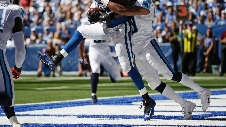 Indianapolis Colts tight end Dwayne Allen makes a catch for a touchdown as he's hit by Tennessee Titans inside linebacker Wesley Woodyard during the first half of an NFL football game in Indianapolis, Sunday, Sept. 28, 2014. (AP Photo/AJ Mast)