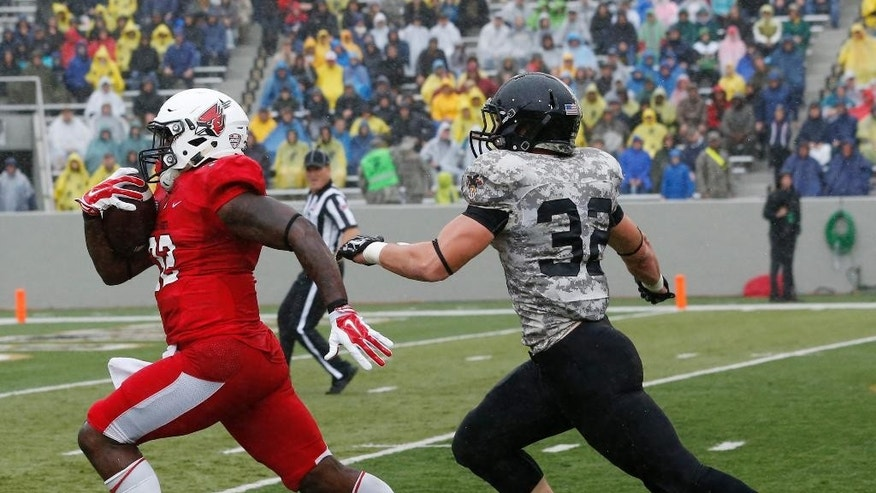Ball State running back Jahwan Edwards, left, outruns Army linebacker Stephen Ricciardi (32) for a touchdown during the first half of an NCAA college football game on Saturday, Oct. 4, 2014, in West Point, N.Y. (AP Photo/Mike Groll)