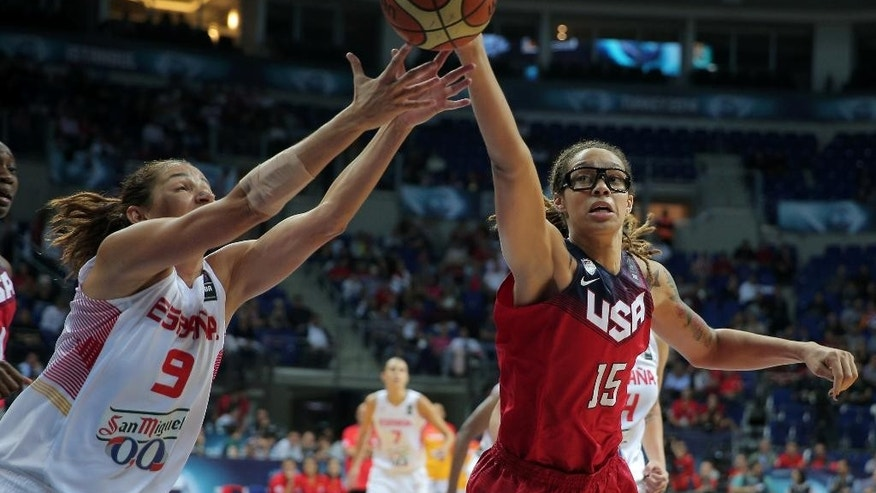 Laia Palau, left, of Spain, and  Brittney Griner of the US,  fight for the ball during the Basketball  World Championship for Women's final, at Fenerbahce Arena in Istanbul, Turkey, Sunday, Oct. 5, 2014. (AP Photo)