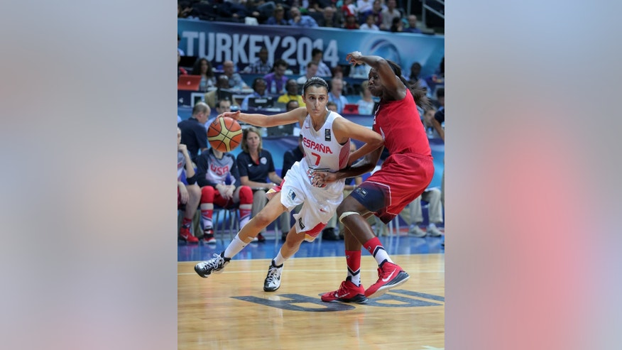 Alba Torrens of Spain, left, and Tina Charles  of US  fight for the ball, during the Basketball  World Championship for Women's final, at Fenerbahce Arena in Istanbul, Turkey, Sunday, Oct. 5, 2014. (AP Photo)