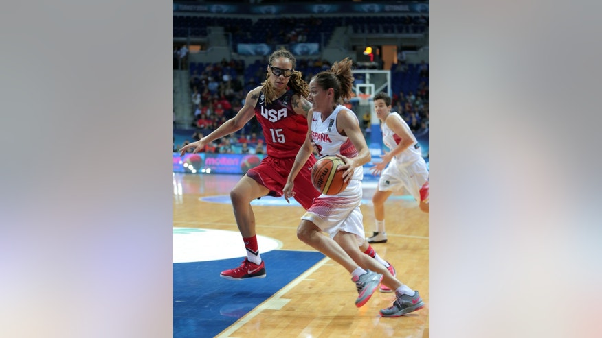 Laia Palau of Spain, right, goes for a basket as  Brittney Griner of  the US tries to block her,  during the Basketball  World Championship for Women's final, at Fenerbahce Arena in Istanbul, Turkey, Sunday, Oct. 5, 2014. (AP Photo)