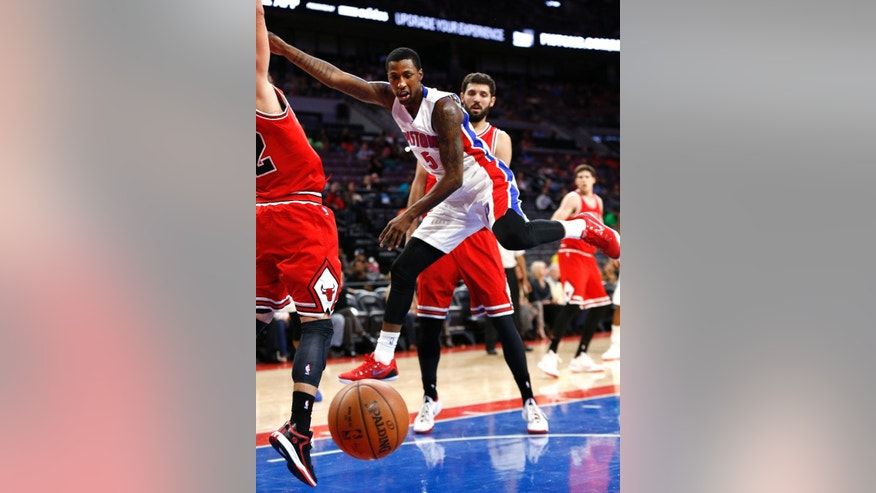 Detroit Pistons guard Kentavious Caldwell-Pope (5) loses the ball against the Chicago Bulls in the first half of a preseason NBA basketball game in Auburn Hills, Mich., Tuesday, Oct. 7, 2014. (AP Photo/Paul Sancya)