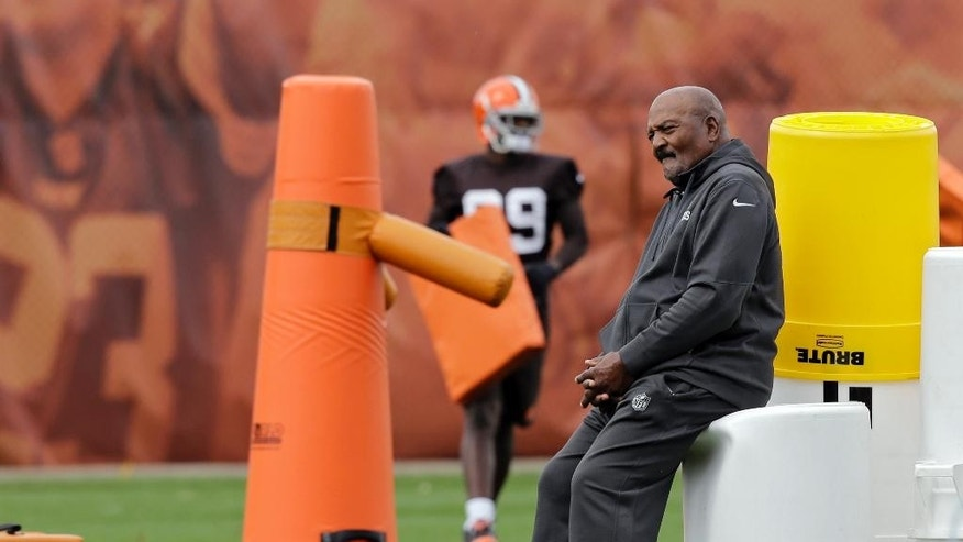 Cleveland Browns Hall of Fame running back Jim Brown watches practice at the NFL football team's facility in Berea, Ohio Wednesday, Oct. 8, 2014. (AP Photo/Mark Duncan)