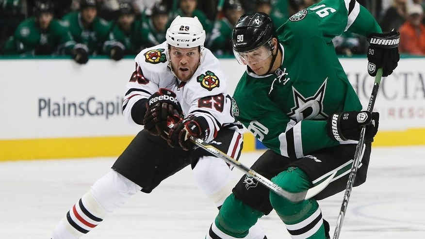 Dallas Stars forward Jason Spezza (90) battles Chicago Blackhawks forward Bryan Bickell (29) for space in the first period of an NHL hockey game, Thursday, Oct. 9, 2014, in Dallas. (AP Photo/Brandon Wade)