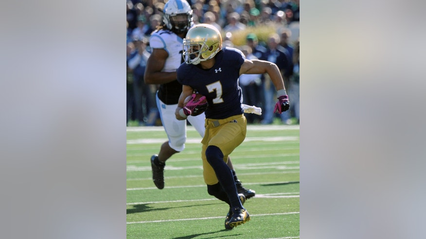 Notre Dame wide receiver Will Fuller heads upfield in the first half of an NCAA college football game against North Carolina, Saturday, Oct. 11, 2014, in South Bend, Ind. (AP Photo/Joe Raymond)