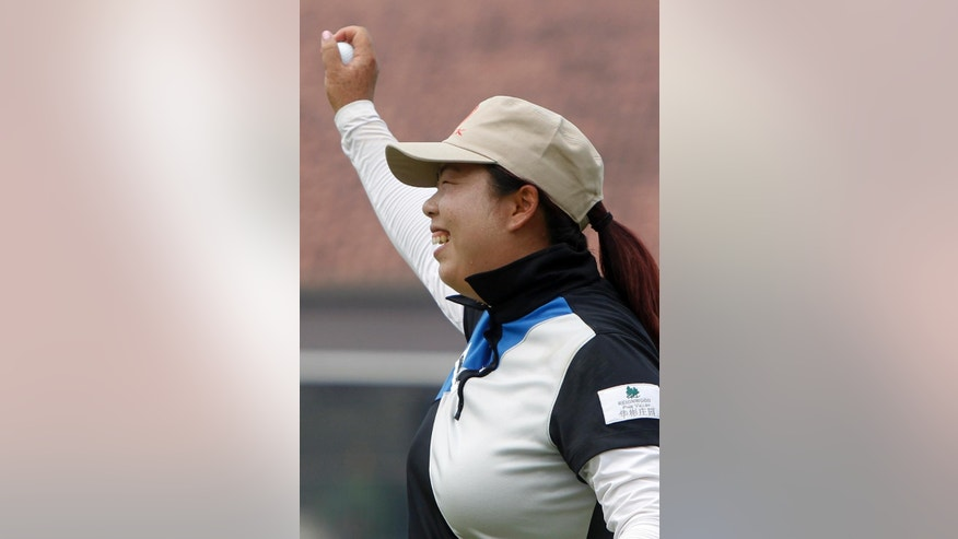 Shanshan Feng of China celebrates after winning the LPGA Malaysia golf tournament at Kuala Lumpur Golf and Country Club in Kuala Lumpur, Malaysia, Sunday, Oct. 12, 2014. (AP Photo/Lai Seng Sin)