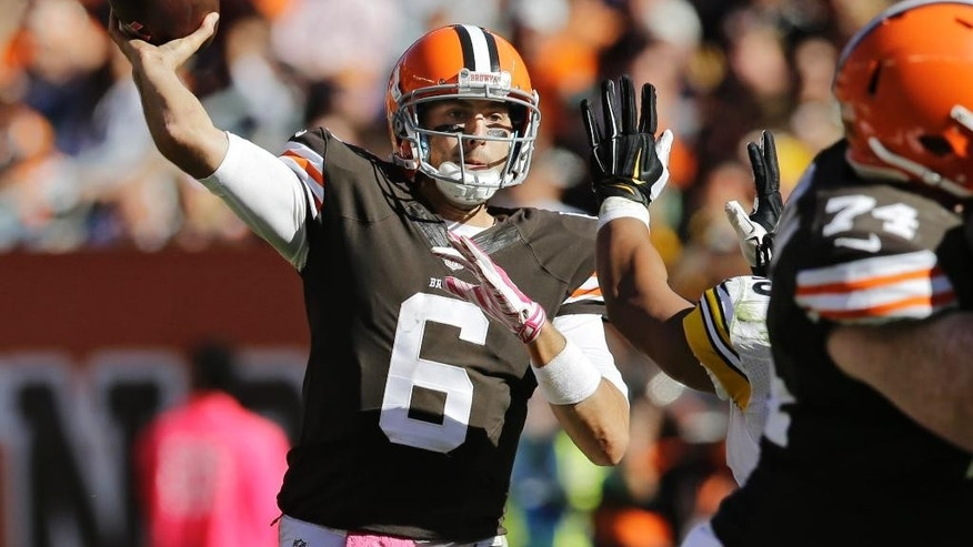 Cleveland Browns quarterback Brian Hoyer passes against the Pittsburgh Steelers in the third quarter of an NFL football game Sunday, Oct. 12, 2014, in Cleveland. (AP Photo/Tony Dejak)