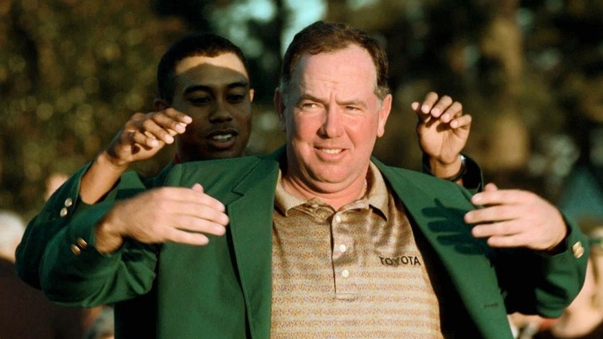 FILE - In this April 12, 1998, file photo, Mark O'Meara receives the traditional Green Jacket from Tiger Woods after winning the 1998 Masters in Augusta, Ga. O'Meara is one of four people who have been chosen for the World Golf Hall of Fame, Wednesday, Oct. 15, 2014. (AP Photo/Ed Reinke, File)