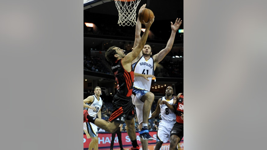 Flamengo guard Vitor Benite (8) shoots against Memphis Grizzlies center Kosta Koufos (41) in the first half of a preseason NBA basketball game Friday, Oct. 17, 2014, in Memphis, Tenn. (AP Photo/Brandon Dill)