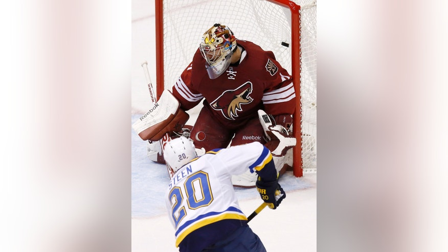St. Louis Blues' Alexander Steen (20) scores a goal against Arizona Coyotes' Mike Smith during the second period of an NHL hockey game Saturday, Oct. 18, 2014, in Glendale, Ariz. (AP Photo/Ross D. Franklin)