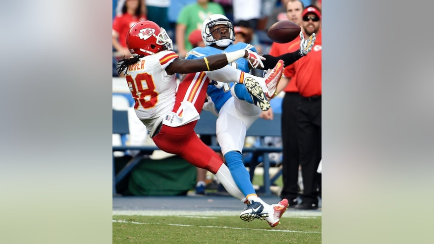 San Diego Chargers wide receiver Eddie Royal, right, can't make the catch in the final seconds of the second half as Kansas City Chiefs strong safety Ron Parker defends during an NFL football game Sunday, Oct. 19, 2014, in San Diego. (AP Photo/Denis Poroy)