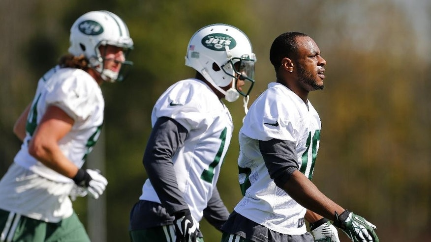 New York Jets wide receiver Percy Harvin, right, works out for the first time since his trade from Seattle during NFL football practice in Florham Park, N.J., Monday, Oct. 20, 2014. (AP Photo/Rich Schultz)