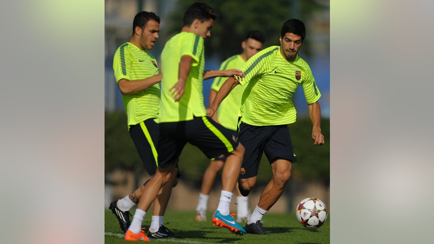FC Barcelona's Luis Suarez, from Uruguay, right, attends a training session at the Sports Center FC Barcelona Joan Gamper in San Joan Despi, Spain, Monday, Oct. 20, 2014. FC Barcelona will play against Ajax in a group F Champions League on Tuesday Oct. 21. (AP Photo/Manu Fernandez)