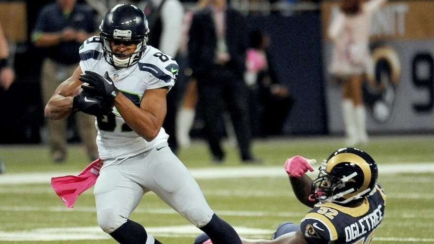 Seattle Seahawks wide receiver Doug Baldwin, left, slips past St. Louis Rams linebacker Alec Ogletree after catching a pass for a 49-yard gain during the first quarter of an NFL football game Sunday, Oct. 19, 2014, in St. Louis. (AP Photo/L.G. Patterson)