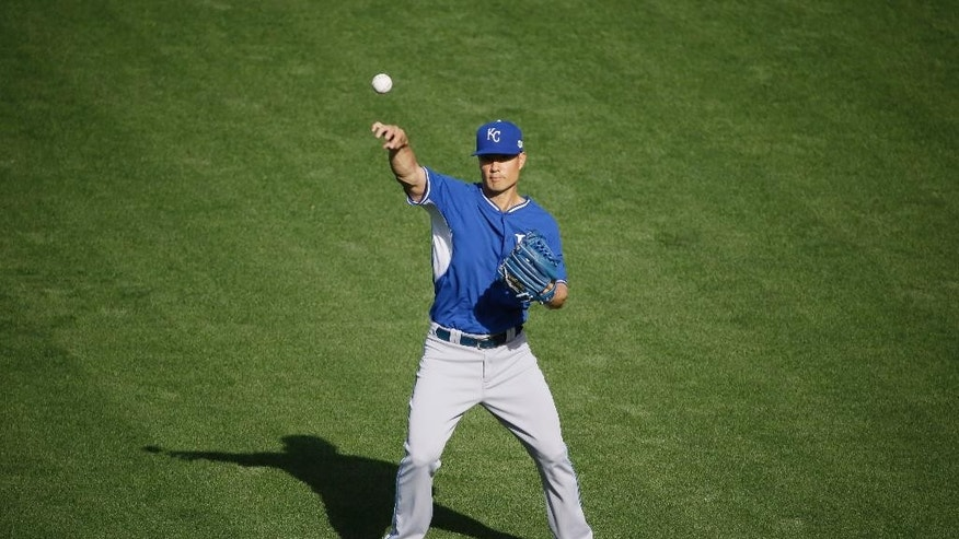 Kansas City Royals starting pitcher Jeremy Guthrie throws in the outfield during a baseball workout on Thursday, Oct. 23, 2014, in San Francisco. The Royals and the San Francisco Giants are to play Game 3 of baseball's World Series in San Francisco on Friday. (AP Photo/Eric Risberg