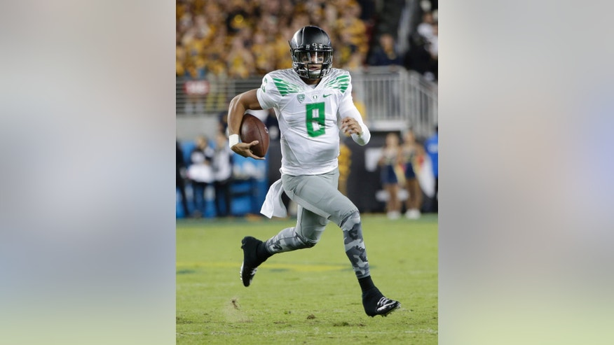 Oregon quarterback Marcus Mariota runs against California during the first half of an NCAA college football game Friday, Oct. 24, 2014, in Santa Clara, Calif. (AP Photo/Marcio Jose Sanchez)