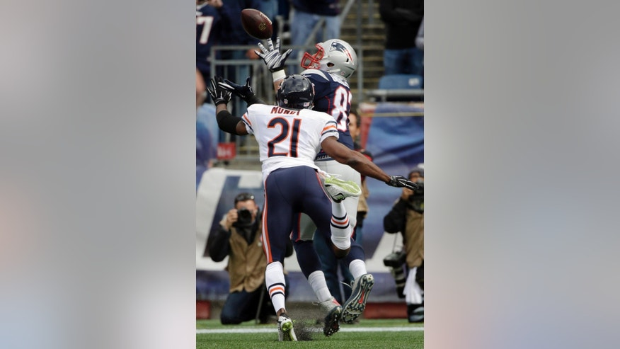 New England Patriots tight end Rob Gronkowski (87) catches a touchdown pass in front of Chicago Bears strong safety Ryan Mundy (21) in the first half of an NFL football game on Sunday, Oct. 26, 2014, in Foxborough, Mass. (AP Photo/Steven Senne)