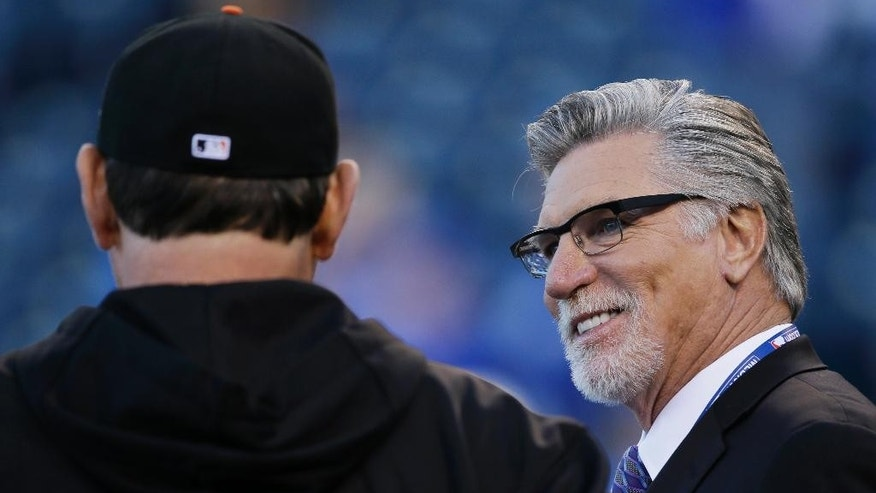 Former Minnesota Twins Jack Morris, left, talks to San Francisco Giants manager Bruce Bochy during batting practice before Game 7 of baseball's World Series between the Kansas City Royals and the San Francisco Giants Wednesday, Oct. 29, 2014, in Kansas City, Mo. During Game 7 of the World Series in Minneapolis on Oct. 27, 1991, John Smoltz and Jack Morris were locked in a classic duel as the game was scoreless despite each team loading the bases with one out in the eighth. Smoltz left in the eighth but Morris kept going through the 10th and ended up the winner when Gene Larkin hit a bases-loaded single with one out in the bottom half. (AP Photo/Charlie Neibergall)