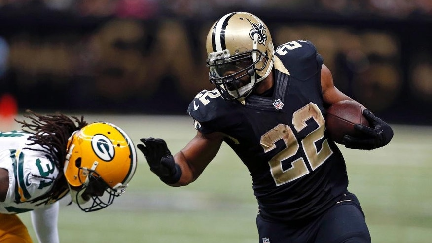 New Orleans Saints running back Mark Ingram (22) carries on a touchdown run against Green Bay Packers cornerback Davon House (31) in the second half of an NFL football game in New Orleans, Sunday, Oct. 26, 2014. The Saints won 44-23. (AP Photo/Rogelio Solis)