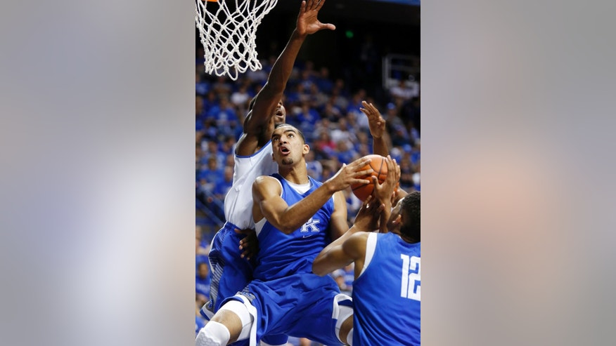 The Blue squads Trey Lyles, middle, shoots between teammate Karl-Anthony Towns (12) and the White squads Alex Poythress during Kentucky's intrasquad NCAA college basketball scrimmage, Monday, Oct. 27, 2014, in Lexington, Ky. (AP Photo/James Crisp)