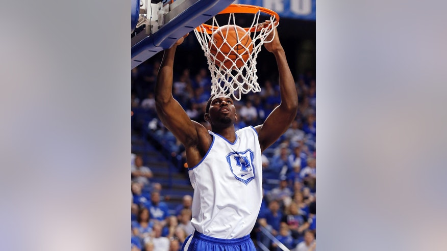The White squads' Alex Poythress dunks during Kentucky's intrasquad NCAA college basketball scrimmage, Monday, Oct. 27, 2014, in Lexington, Ky. (AP Photo/James Crisp)