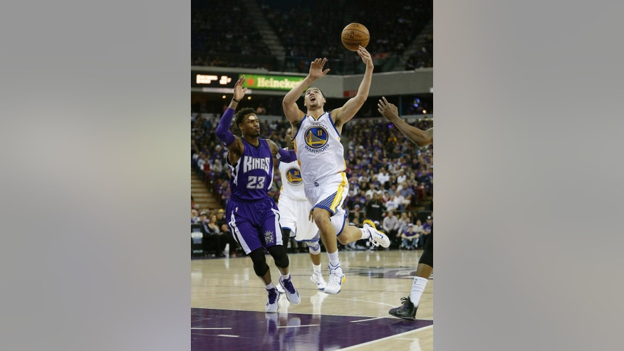 Golden State Warriors guard Klay Thompson, right, has the ball hit out of his hands by Sacramento Kings guard Ben McLemore during the first half of an NBA basketball game in Sacramento, Calif., Wednesday Oct. 29 2014.(AP Photo/Rich Pedroncelli)