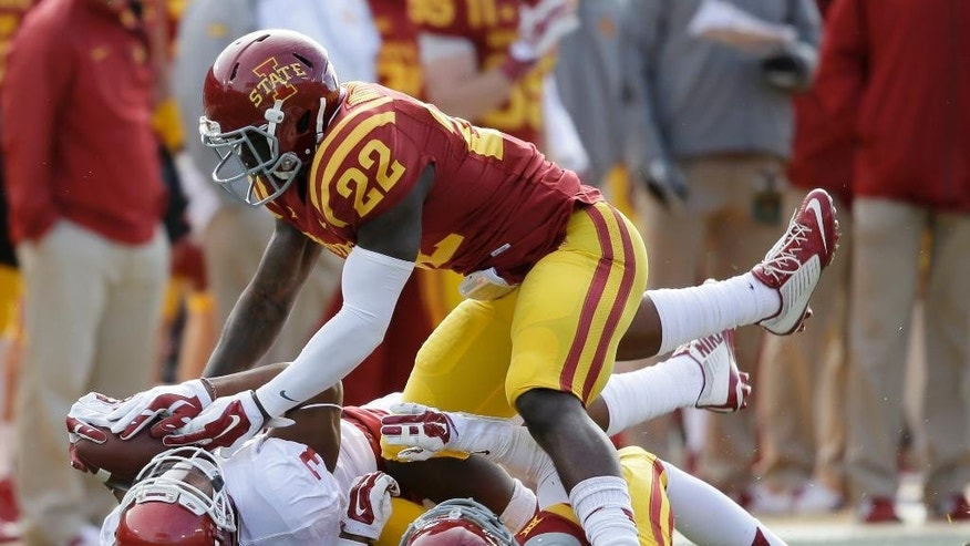 Oklahoma wide receiver Sterling Shepard (3) catches a pass between Iowa State defensive back Kenneth Lynn and defensive back T.J. Mutcherson (22) during the first half of an NCAA college football game, Saturday, Nov. 1, 2014, in Ames, Iowa. (AP Photo/Charlie Neibergall)