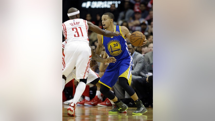 Golden State Warriors' Stephen Curry (30) faces Houston Rockets' Jason Terry (31) in the second half of an NBA basketball game Saturday, Nov. 8, 2014, in Houston. The Warriors won 98-87. (AP Photo/Pat Sullivan)