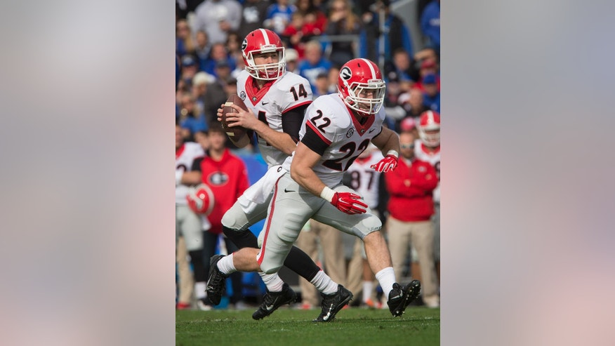 Georgia quarterback Hutson Mason looks for wide receiver Malcolm Mitchell for a touchdown pass in the during the first half of an NCAA college football game against Kentucky at Commonwealth Stadium in Lexington, Ky., Saturday, Nov. 8, 2014. (AP Photo/David Stephenson)