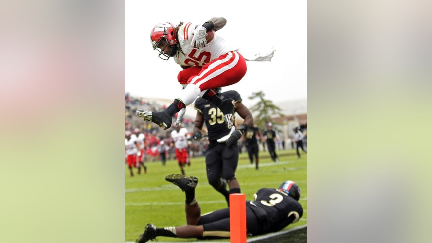 Wisconsin running back Melvin Gordon (25) leaps into the end zone to score a touchdown during the second quarter of an NCAA college football game against Purude in West Lafayette, Ind., Saturday, Nov. 8, 2014. (AP Photo/AJ Mast)