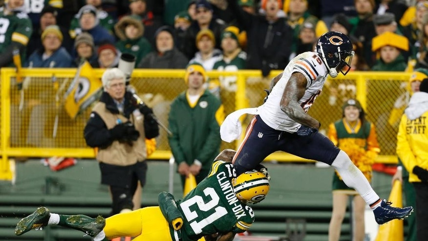 Chicago Bears wide receiver Brandon Marshall (15) dives to the end zone for a touchdown during the second half of an NFL football game against the Green Bay Packers Sunday, Nov. 9, 2014, in Green Bay, Wis. (AP Photo/Mike Roemer)