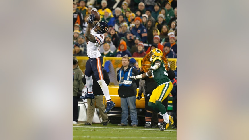 Chicago Bears wide receiver Brandon Marshall (15) makes a catch against Green Bay Packers cornerback Sam Shields (37) during the second half of an NFL football game Sunday, Nov. 9, 2014, in Green Bay, Wis. Marshall ran to the end zone for a touchdown in the play. (AP Photo/Mike Roemer)