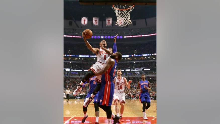 Chicago Bulls guard Derrick Rose (1) shoots over Detroit Pistons forward Greg Monroe, as Pau Gasol (16) and Kentavious Caldwell-Pope watch, during the first half of an NBA basketball game Monday, Nov. 10, 2014, in Chicago. (AP Photo/Charles Rex Arbogast)