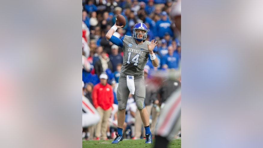 Kentucky quarterback Patrick Towles passes to one of his receivers during the first half of an NCAA college football game against Georgia at Commonwealth Stadium in Lexington, Ky., Saturday, Nov. 8, 2014. (AP Photo/David Stephenson)