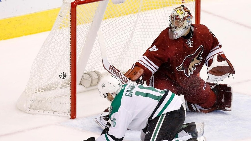 Dallas Stars' Ryan Garbutt (16) scores a short-handed goal on Arizona Coyotes' Mike Smith during the third period of an NHL hockey game Tuesday, Nov. 11, 2014, in Glendale, Ariz.  The Stars defeated the Coyotes 4-3. (AP Photo/Ross D. Franklin)