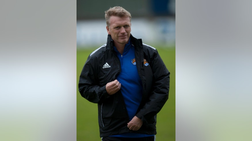 The new Real Sociedad's head manager, David Moyes of Scotland, walks, during his first training session at Zubieta place training of Real Sociedad, near to San Sebastian, northern Spain, Thursday, Nov. 13, 2014. Moyes, the former Manchester United coach is taking over from Jagoba Arrasate, who had earned only one win in 10 matches before being fired. Sociedad is Moyes' first coaching job since being fired by United last season. (AP Photo/Alvaro Barrientos)