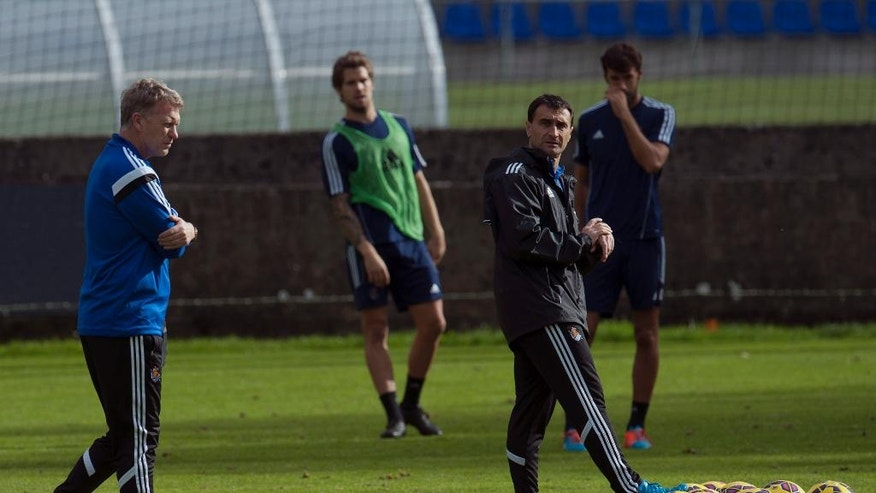 The new Real Sociedad's head manager, David Moyes of Scotland, left, walks, during his first training session at Zubieta place training of Real Sociedad, near to San Sebastian, northern Spain, Thursday, Nov. 13, 2014. Moyes, the former Manchester United coach is taking over from Jagoba Arrasate, who had earned only one win in 10 matches before being fired. Sociedad is Moyes' first coaching job since being fired by United last season. (AP Photo/Alvaro Barrientos)