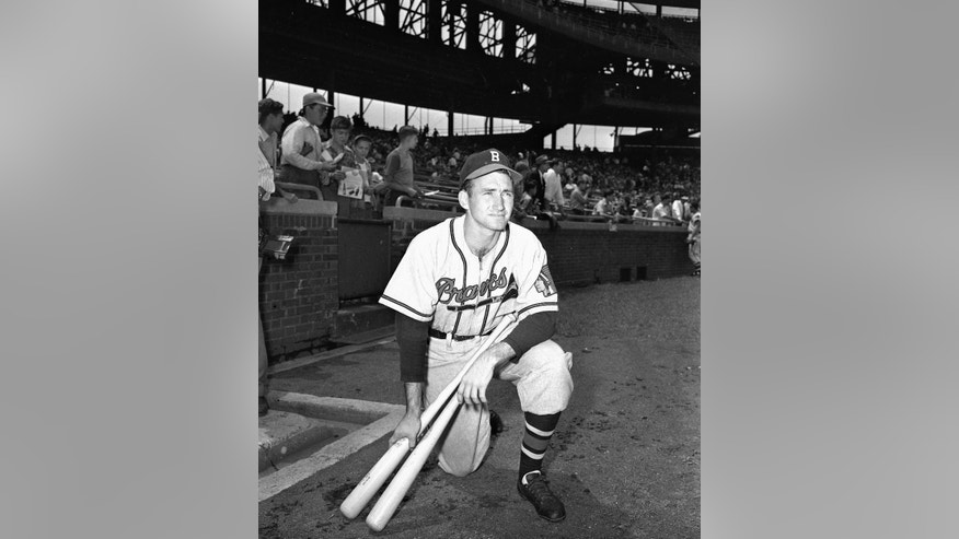 FILE - This is a July 15, 1948, file photo showing Boston Braves shortstop Alvin Dark waits his turn for batting practice at Wrigley Field in Chicago. Longtime manager and star shortstop Alvin Dark died Thursday, Nov. 13, 2014, at his home, according to the Robinson Funeral Home in Easley, S.C. (AP Photo/Paul Cannon, File)